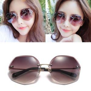 Accessories - Female Sunglasses With Case